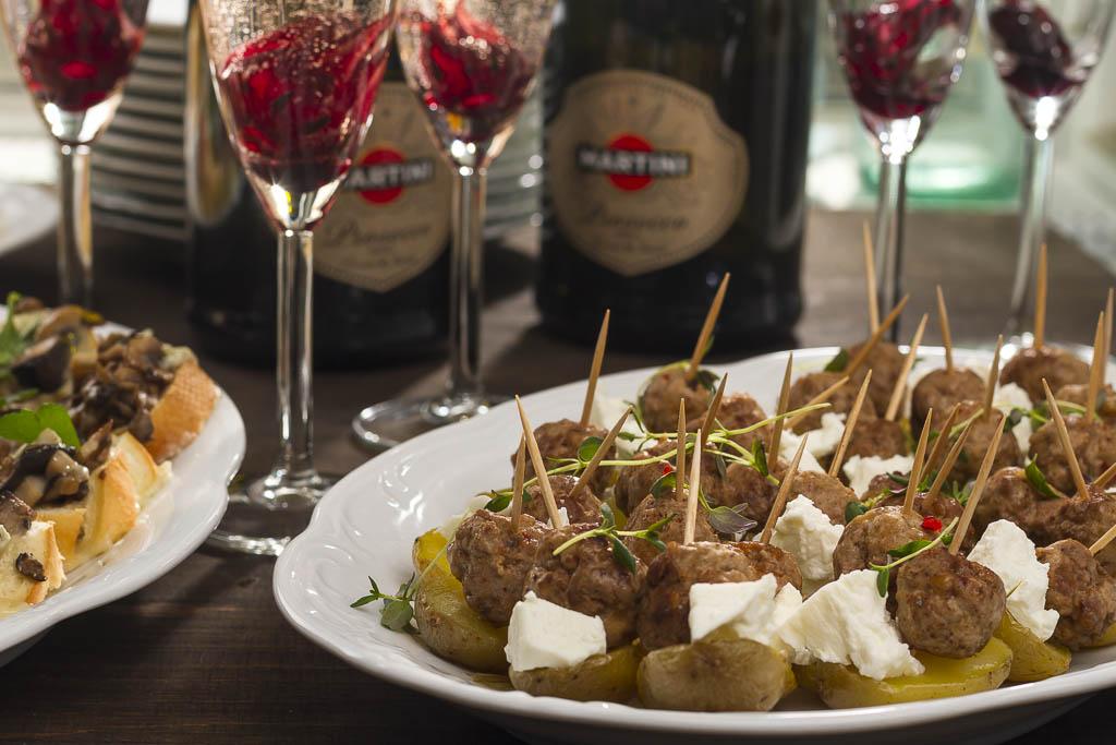 Cocktailpotatis med chiliköttbullar & fetaost | Foto: Michael Krantz