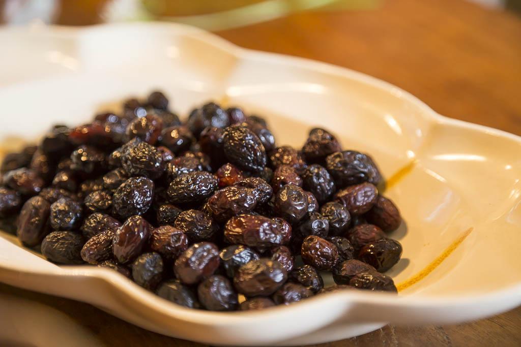 Salttorkade svarta oliver från sannasitalien.se av Sanna Töringe | Foto: Michael Krantz