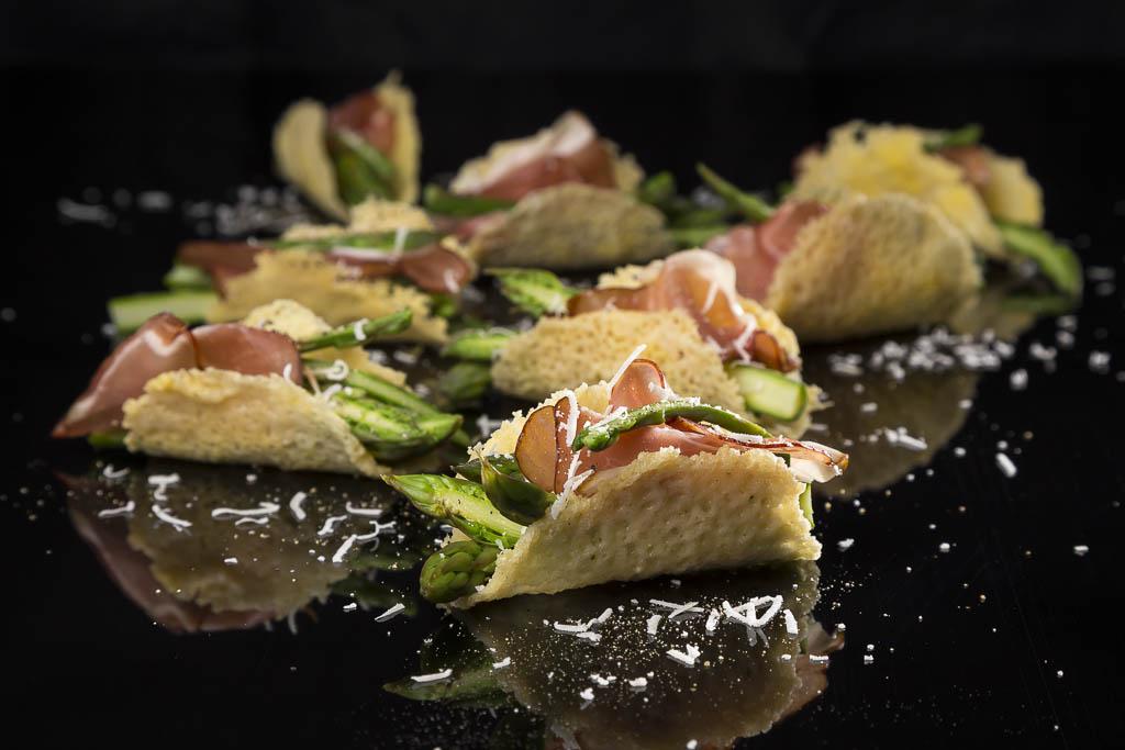 Parmesantacos med grön sparris