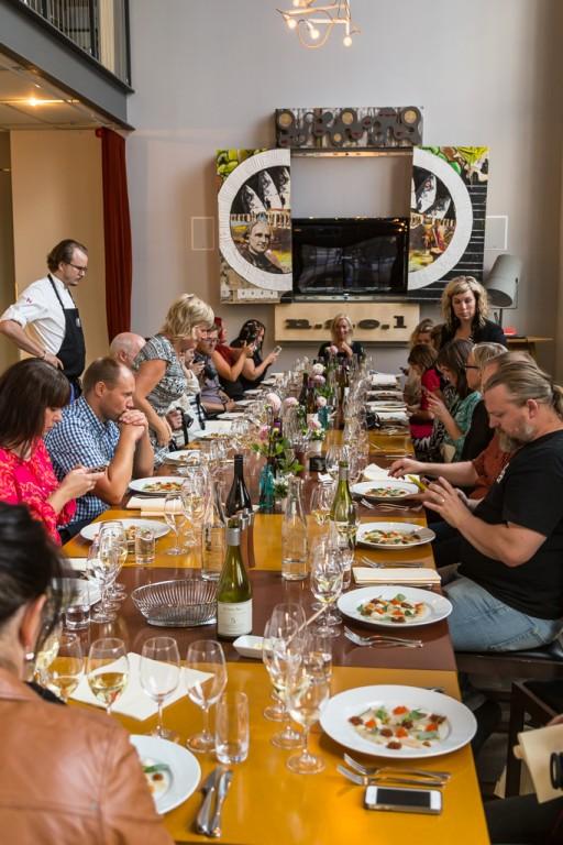 Samling runt bordet | Foto: Michael Krantz