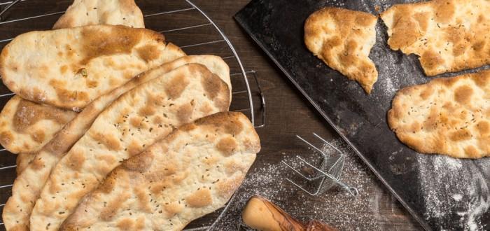 Knäckebröd med vitt vin, lök och dillfrö