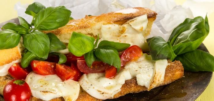 Ljummen macka med massa basilika #tomat