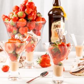 Maränger & jordgubbar med Amarula Cream | Foto: Michael Krantz